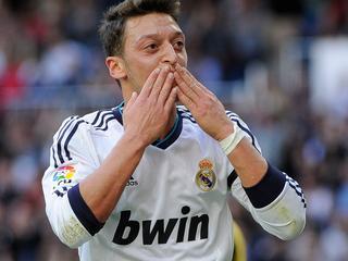 De Londenaren maken vlak voor de deadline een recordbedrag van zo'n 50 miljoen euro over naar Real Madrid voor de Duitse spelmaker.