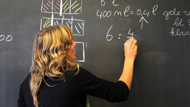 Onderwijssector verloor 1900 banen in half jaar