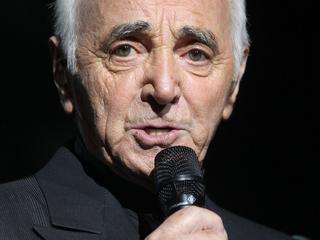 Armeens-Franse chansonnier zou zijn bovenarm hebben gebroken