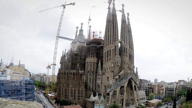 Nederlandse studenten bouwen Sagrada Familia van ijs