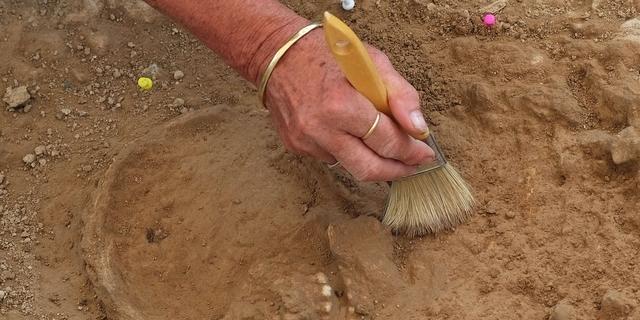 4.800 jaar oud fossiel van moeder met kind in armen gevonden in Taiwan