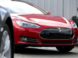 Tesla maakt nieuwe modellen met software-update deels zelfrijdend