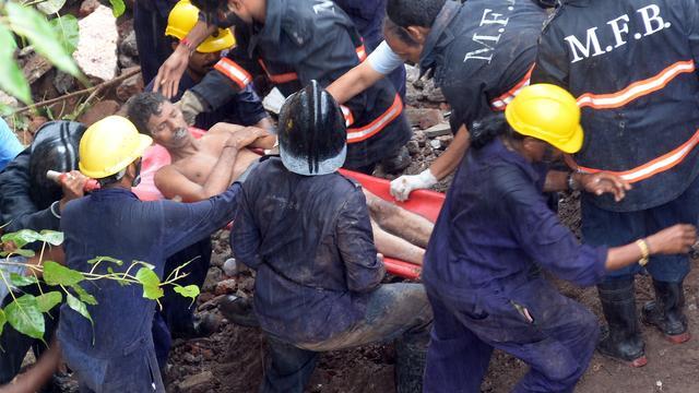 Tientallen mensen in ingestort gebouw Mumbai