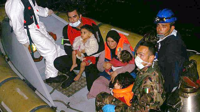 Migranten verdonken bij Sicilië