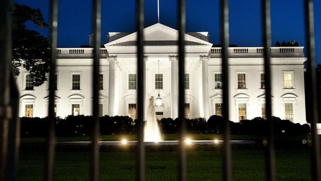 Naakte man mishandelt agent bij het Witte Huis