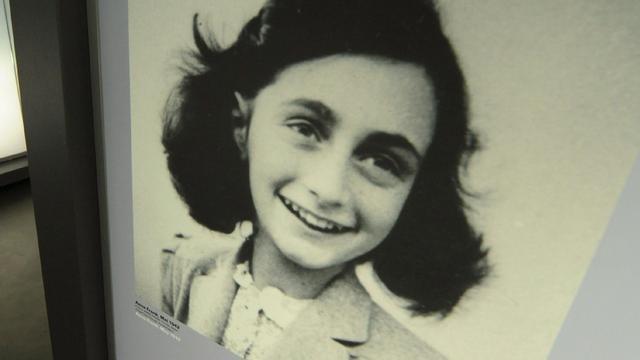 Boek met handtekening van Anne Frank onder de hamer