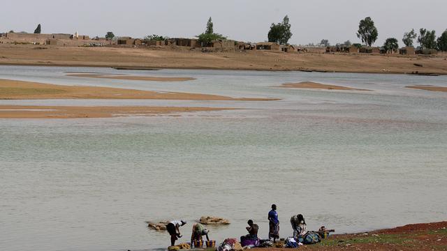 Schip met 400 passagiers gekapseisd op de Niger