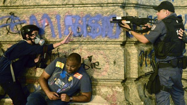 Braziliaanse politie bezet sloppenwijken Rio