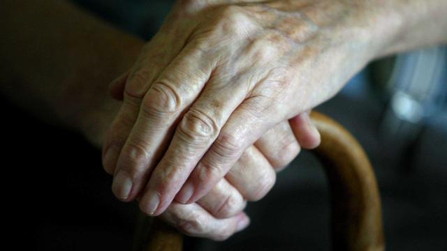 Hoogbejaarde vrouw verjaagt overvaller