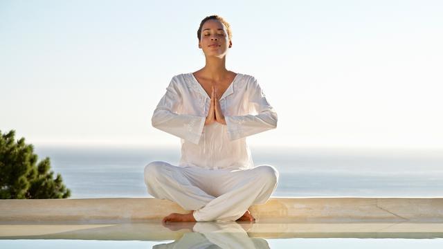 Yogalessen voor beginners in het Volkshotel in Amsterdam