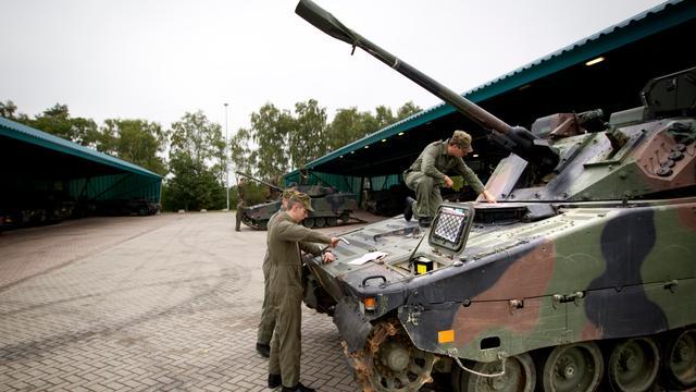 'Defensie-onderdelen niet uitbesteden'