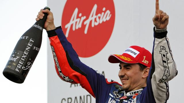 Titelstrijd in MotoGP weer spannend na zege Lorenzo