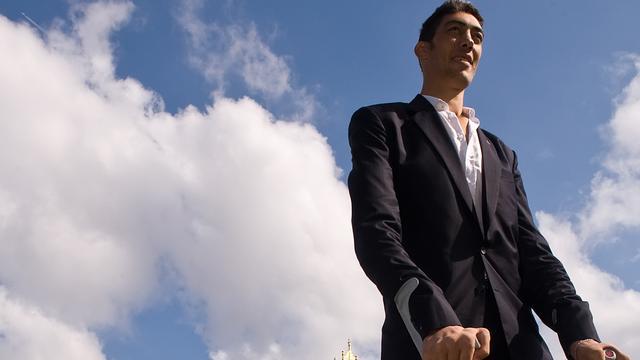 Langste man ter wereld getrouwd