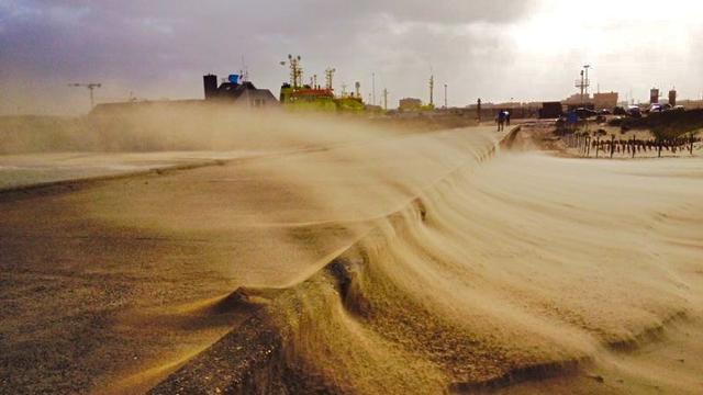 Wandelaar vindt dode man op strand Scheveningen