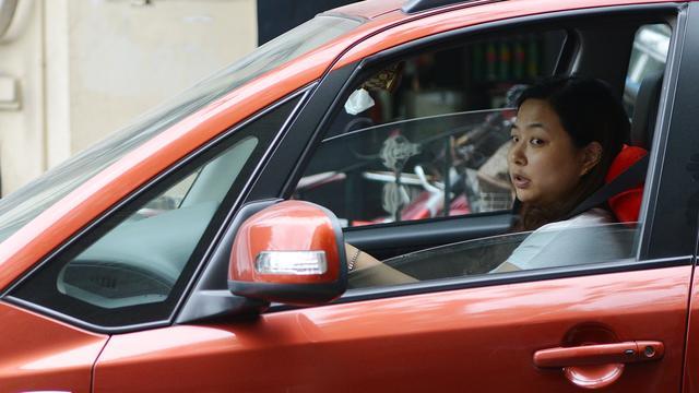 Politie Peking 'helpt' vrouwen achter stuur