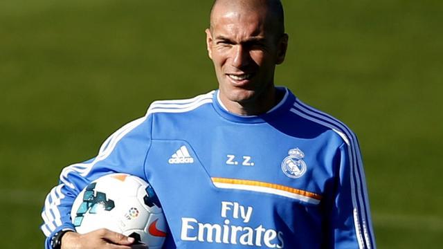 Zidane staat ook mannetje als rugbyer