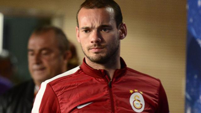 Sneijder en Huntelaar starten in basis