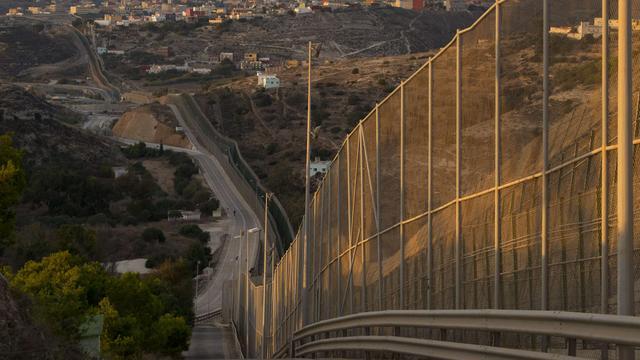 Recordaantal illegalen bestormt spaanse enclave Marokko