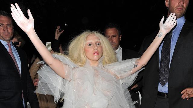 Versace bevestigt samenwerking met Lady Gaga