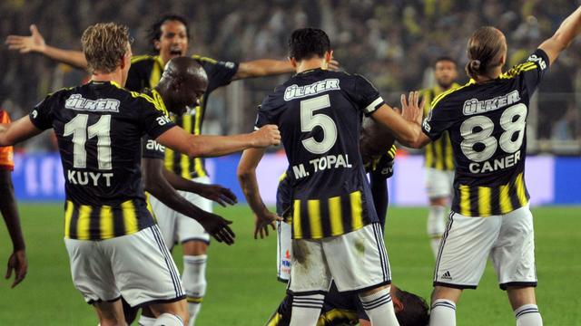 Kuijt loopt met Fenerbahce uit op concurrent Galatasaray