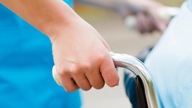 'Aangepaste rolstoel komt vaak te laat'