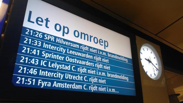 Minder treinen op zondag rond Schiphol