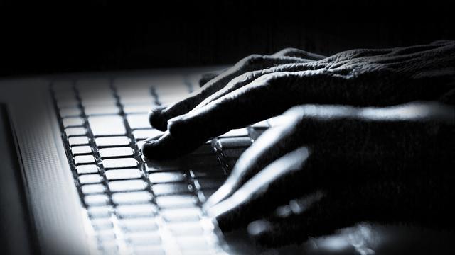 'Tiener breekt in op privémail CIA-baas'