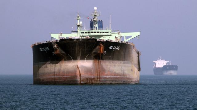 'Olieprijs blijft lang laag door enorme voorraadberg'