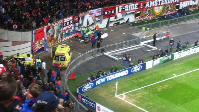 Ajax-supporter zwaargewond na val van tribune