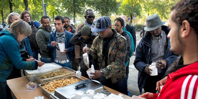 'Opsluiten asielzoekers door Nederland is zorgelijk'