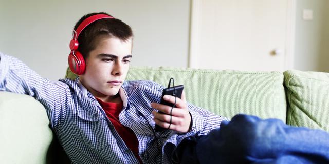 Hoe schadelijk is luisteren via een koptelefoon voor het gehoor?