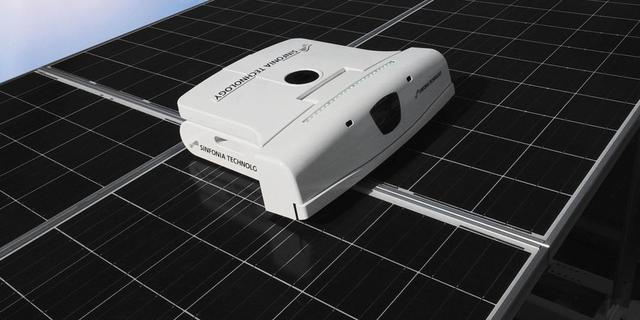 Robot maakt zonnepanelen schoon