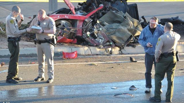 Dieven stelen auto-onderdelen na crash Paul Walker