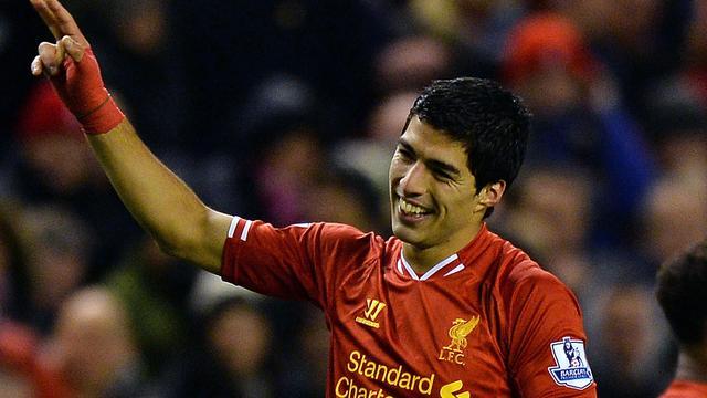 Vier treffers Suarez, United zonder Van Persie onderuit