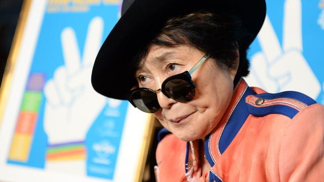 Yoko Ono lanceert schaak-app met honden