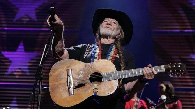 Willie Nelson eind mei weer op podium na luchtwegproblemen