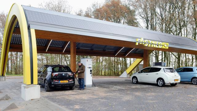 Fastned bouwt snellaadstations in Den Haag