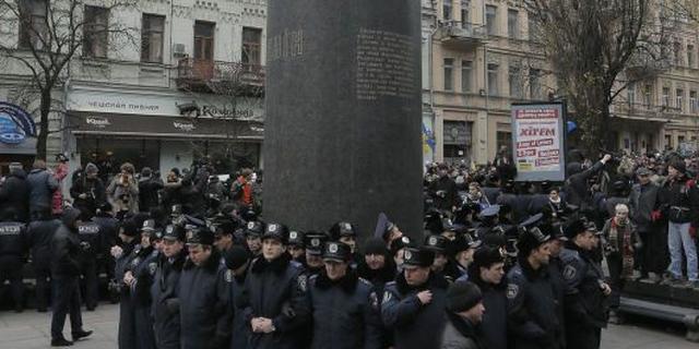 Beelden Lenin moeten het in Oekraïne ontgelden