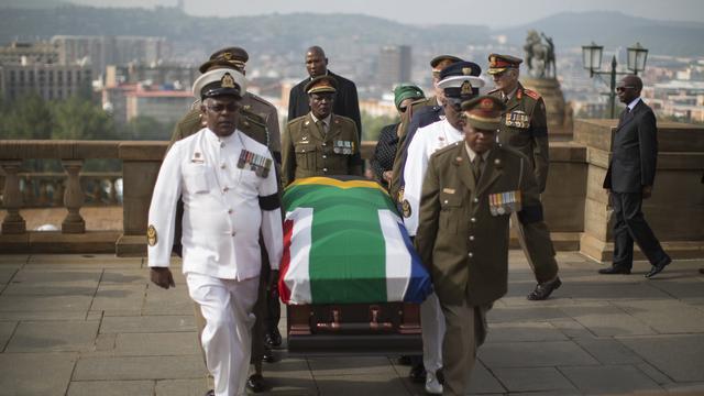Lichaam Mandela overgebracht naar regeringsgebouw