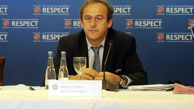 Platini gaat strijd aan met externe geldschieters voetbalclubs