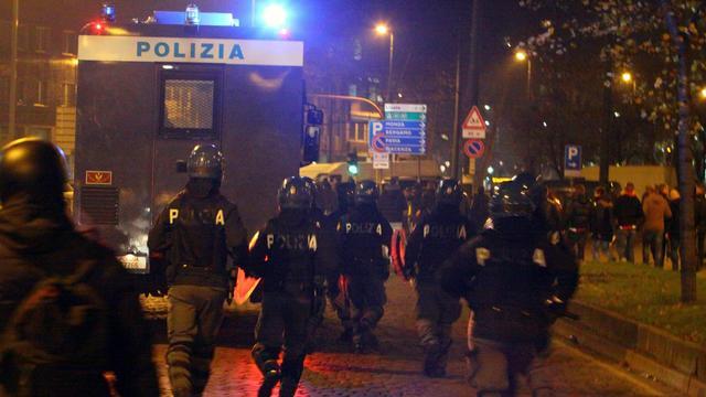 Vier Ajax-supporters gewond bij rellen in Milaan