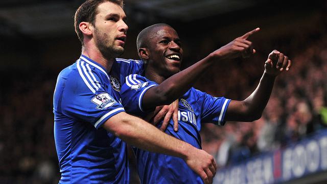 Chelsea nadert koploper Arsenal, Meulensteen verliest met Fulham