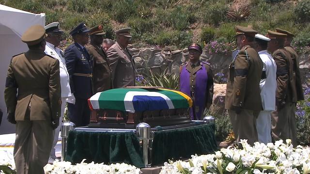 Nelson Mandela begraven in Qunu