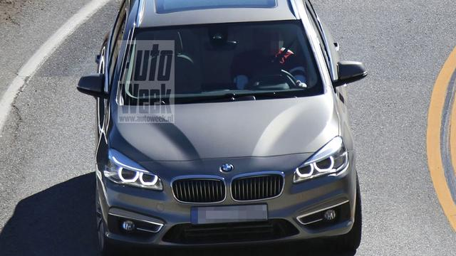 BMW 2-serie Active Tourer is ongecamoufleerd gefotografeerd