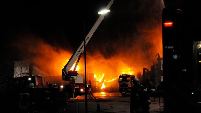 Grote brand bij transportbedrijf Baarn