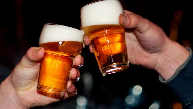 Hoogopgeleide 65-plussers drinken meer dan laaggeschoolde
