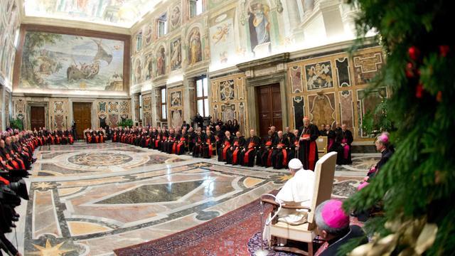 Paus waarschuwt kerkbestuurders