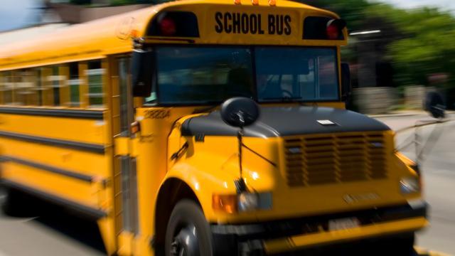 CIA laat explosieven achter in schoolbus