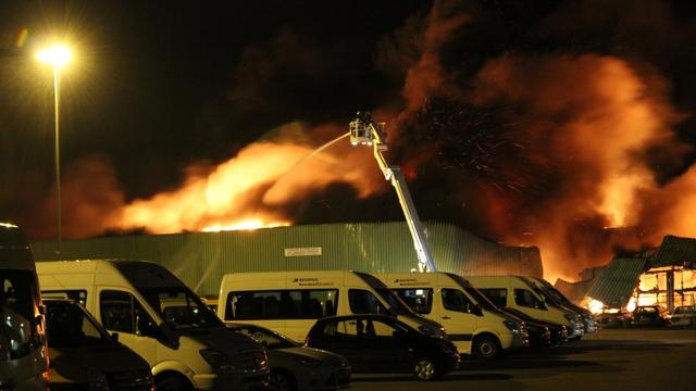 Grote brand bij autobedrijven Oss