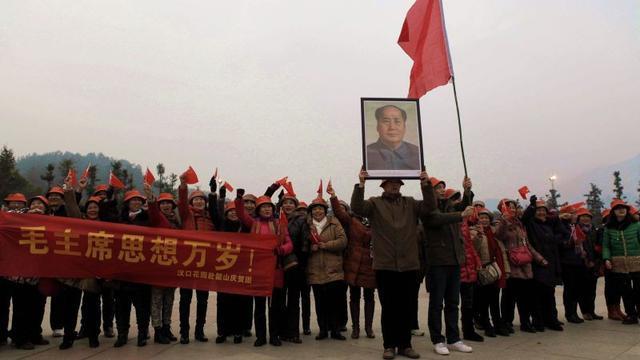 Leiders China eren Mao op geboortedag